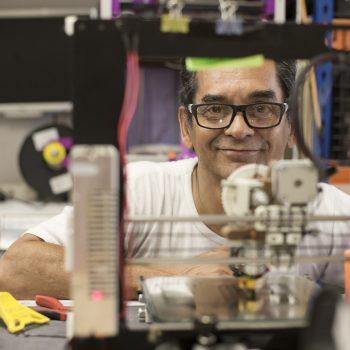 Jairo con la impresora 3D