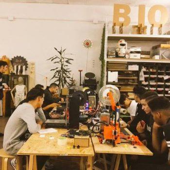 jóvenes participantes Breakers en las instalaciones de Espacio Open