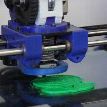impresora 3D imprimiendo un molde de galletas