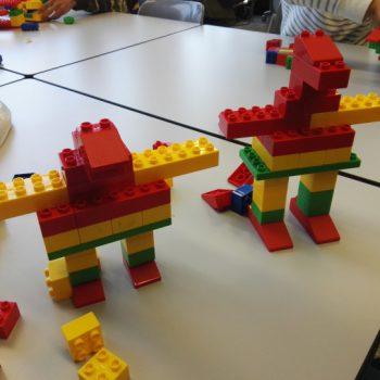 dos figuras creadas con Lego terminadas