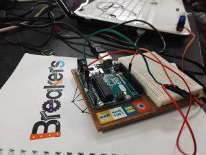 Libreta Breakers y placa Arduino