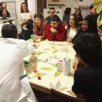 participantes breakers participando en el taller de moldes en MakeSpace