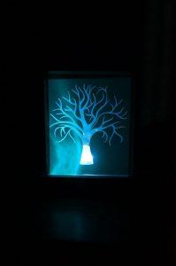 lámpara con la instalación eléctrica