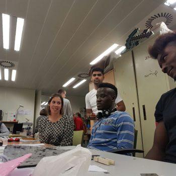Ana en una sesión de Breakers con los jóvenes participantes.
