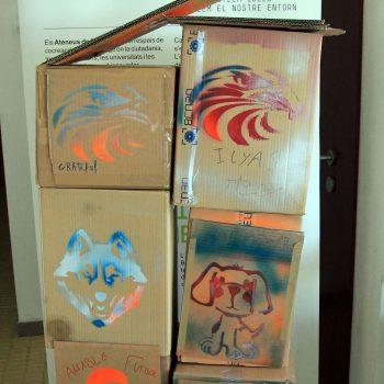 Cajas pintadas con plantillas y spray