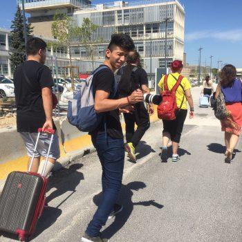 El grupo en dirección al bus.