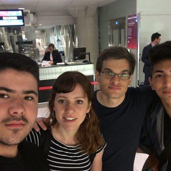 YAMakers y Breakers en el aeropuerto de Barcelona esperando el avión.